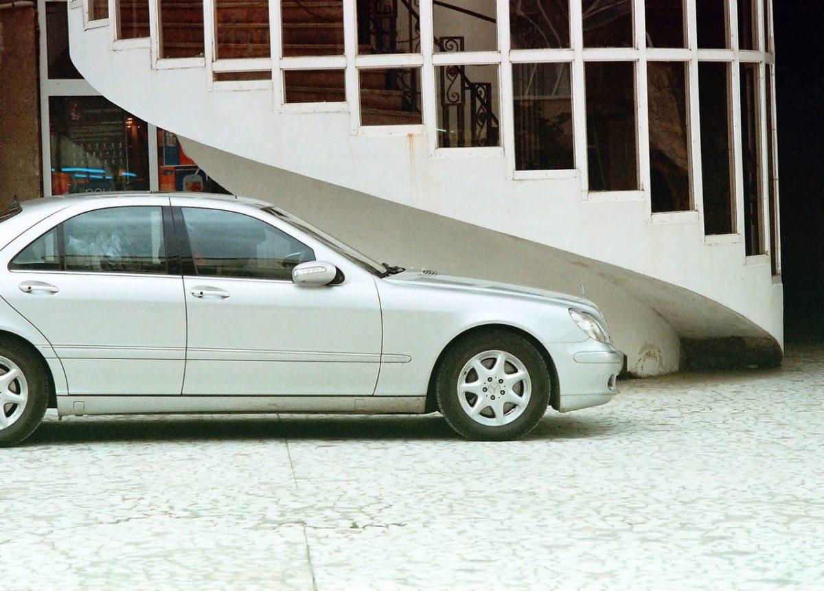 Bezpieczny samochód dzięki systemom wspomagającym kierownice