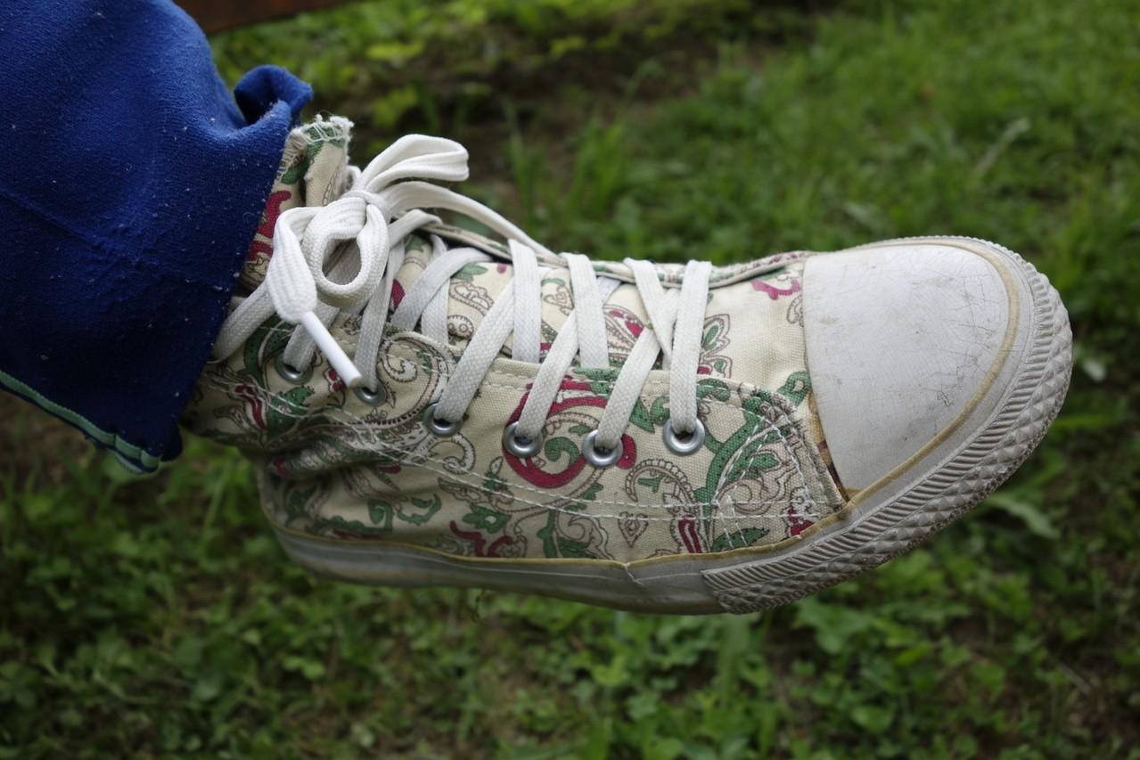 Jak nauczyć dziecko wiązać buty?